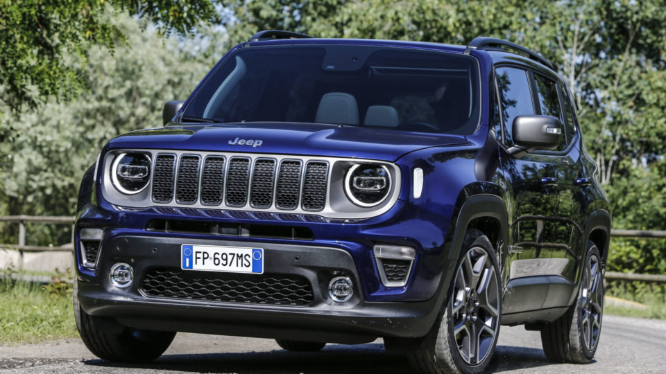 Jeep Renegade Facelift Shyly Unveiled